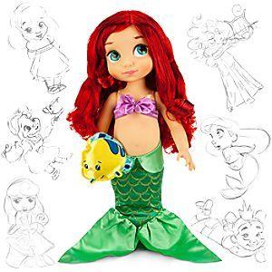 Disney Poupée Animator La Petite Sirène | Disney StorePoup�e Animator La Petite Sir�ne - Notre poup�e Animator repr�sente Ariel en ravissante petite fille. Elle porte une longue chevelure rouge, un haut coquillage en satin, une queue de sir�ne brillante et elle est accompagn�e par une peluche Polochon en satin.