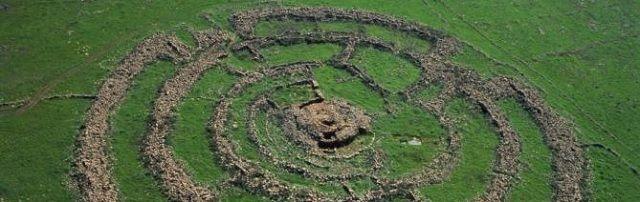 VIDEO: Enorm prehistorisch bouwwerk in Israël stelt archeologen voor raadsel - http://www.ninefornews.nl/video-enorm-prehistorisch-bouwwerk-in-israel-stelt-archeologen-voor-raadsel/