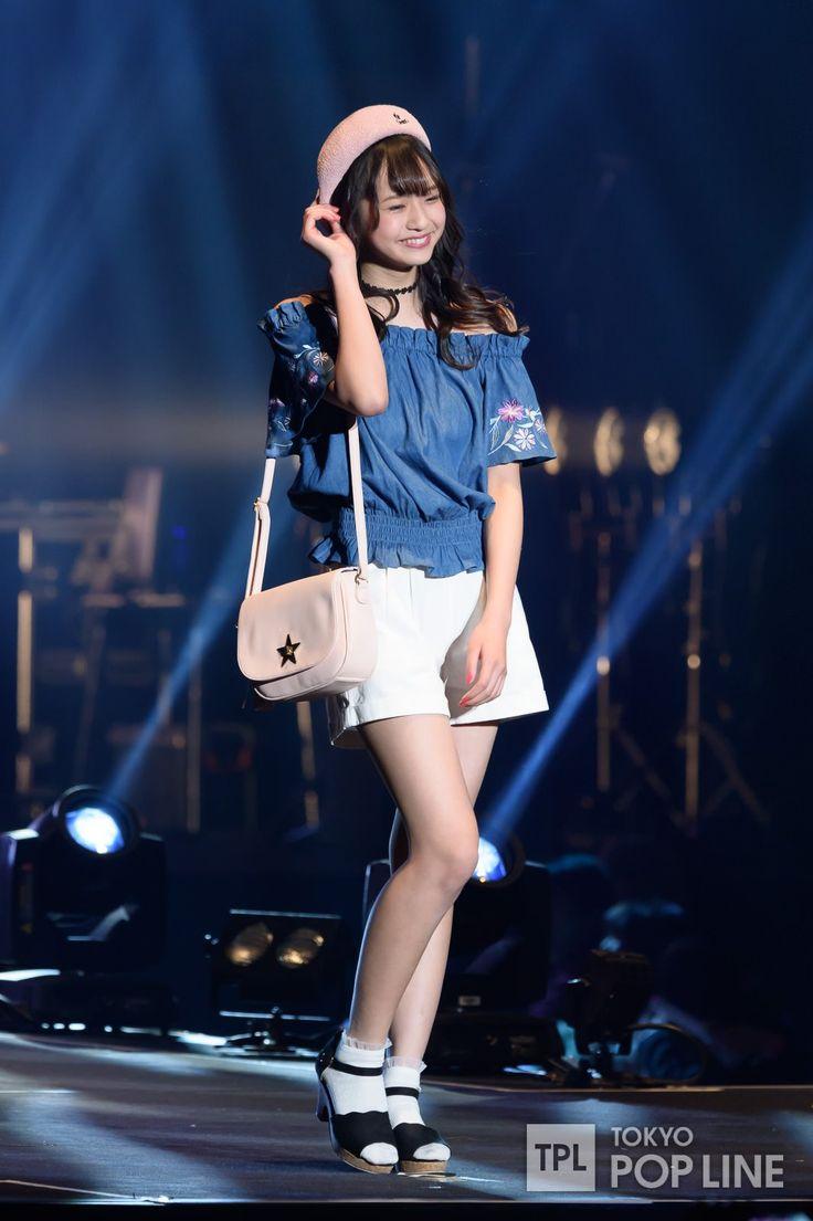 28日、千葉・幕張メッセで開催された「超十代 - ULTRA TEENS FES - 2017@TOKYO」で、ティーン向けファッション誌「LOVE berry」のステージが行われた。  「LOVEberry」のステージに登場したのは、同誌のモデルとして活躍中のHKT48の矢吹奈子、田中美久、私立恵比寿中学の中山莉子、わーすたの三品瑠香、マジカル・パンチラインの佐藤麗奈、小山リーナ、そして関りおん、大原優乃、古川優奈、杉本愛莉鈴、木村ユリヤ、其原有沙、木村葉月、田口乙葉、黒川心の15人。 会場に詰めかけた同世代の女子から大きな歓声を浴びながら、初々しくキュートなランウェイを披露した。 「超十代 - ULTRA TEENS FES - 2017@TOKYO」は、10代の「やってみたい!」「見てみたい!」「触れてみたい!」を実現させる体験型イベント。…