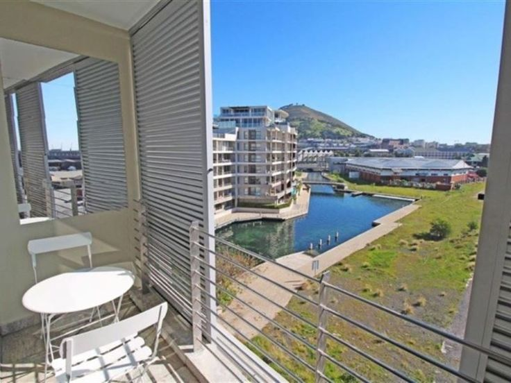 214  Harbour Bridge - 214 Harbour Bridge is set in Cape Town. It is a short drive from the V&A Waterfront, Table Mountain, and the Sea Point Promenade.This air-conditioned apartment has one en-suite bedroom. The kitchen is ... #weekendgetaways #vandawaterfront #southafrica