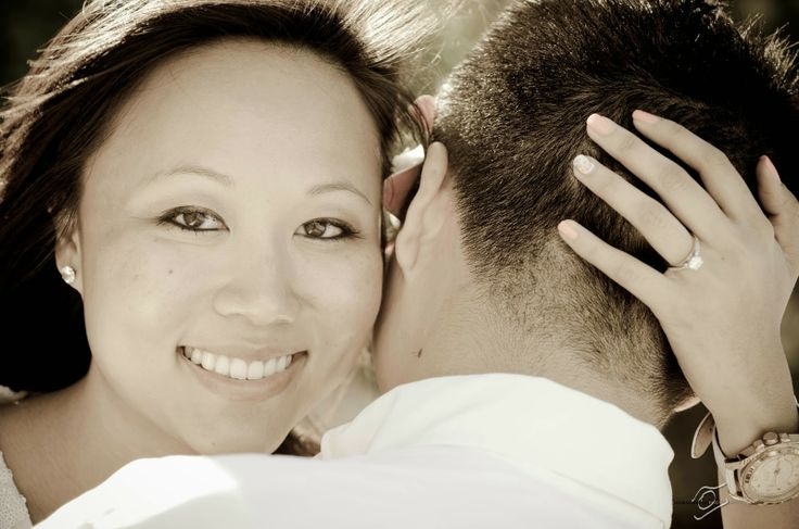 Engagement Photos, Couples Photos, Hawaii, Hawaiian weddings,Couples engagement poses, Hawaii, Wedding photography, www.weddingphotographeroahu.com, www.hawaiianpix.com