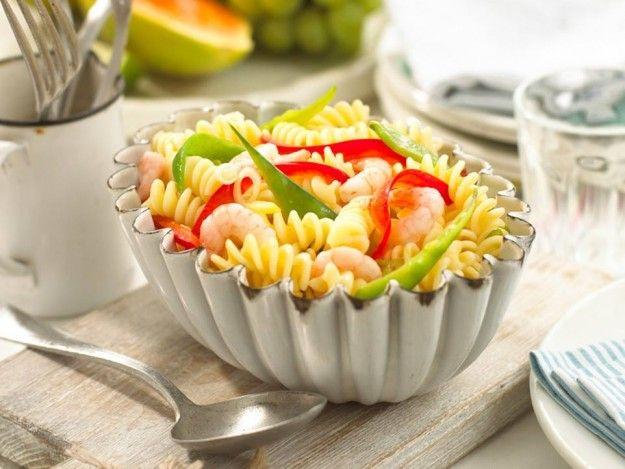 Ricette pasta fredda light Ingredienti Pasta: 350 gr Pomodori: 2 Mais: mezza scatoletta Tonno in scatola: 2 piccole Sale: (q.b.) Pepe: (q.b.) Olio: (q.b.) Mozzarella: 1 Basilico: (q.b.)