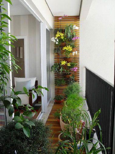 déco d'un balcon fleuri avec sol bois
