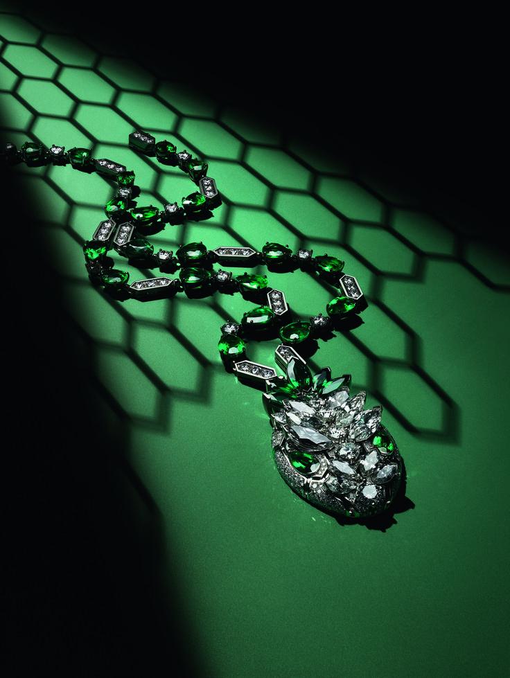 Bulgari Serpenti Queen pendant in emeralds and diamonds - the star of Bulgari's new Serpenti Seduttori collection