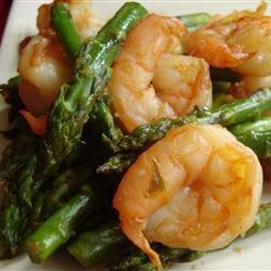 Jumbo Shrimp and Asparagus | Large shrimp cooked with asparagus, and flavored with ginger. Yummy!