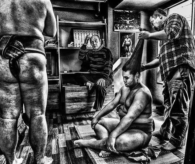 Inside the sumo world #sumo #inside #tokyo #japan #tradition #sport #blackandwhitephotography #photographylovers #blackandwhite #sportphotography #atmosphere #memories #stronger #hairstyle #hairdresser #team