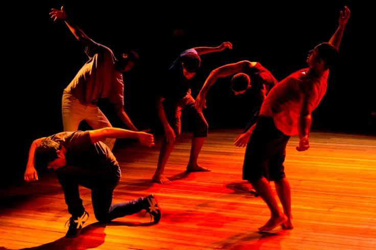 """Paranoia, sensualidade, controle da mente, ansiedade e cumplicidade são retratados no espetáculo de dança """"Katana"""" que fica em cartaz em curta temporada na Arena Carioca Dicró, na Penha"""