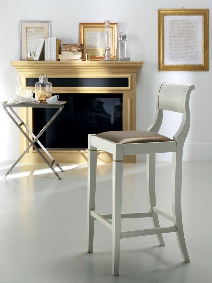 Grand Relais stool