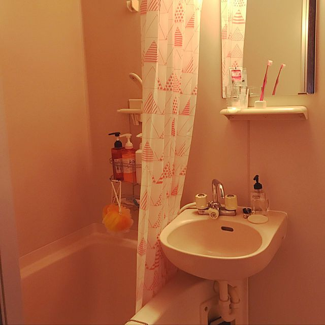 Yukaさんのbathroom ダイソー 100均 一人暮らし ニトリ 1k 6畳 ひとり暮らし いいね ありがとうございます 二点ユニットバス オレンジ レッドに関する部屋写真 ユニットバス ユニットバス インテリア インテリア 家具