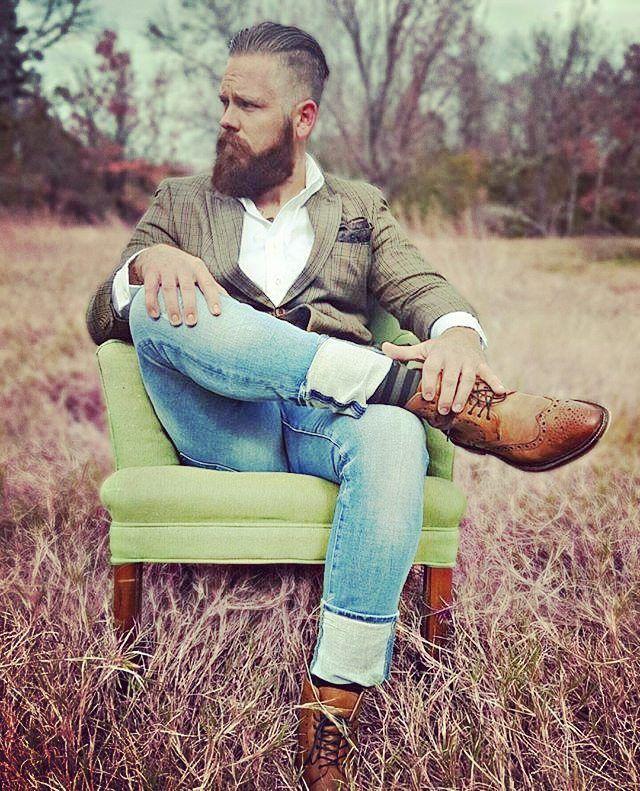Anche quando stiamo all'aria aperta vogliamo essere comodi. #beautifulbeard #beardmodel #beardmovement #barbu #beard #barba #barbudo #beautiful #beardo #fullbeard#barber #barbuto #barbershop #Milano #outfit #italia #RebelMoustache #fashion #stile #style #Padova #baffi #manstyle #manstuff #Moustache #model #modello Madden @madden.knox  Grazie a @beardedlifestyle
