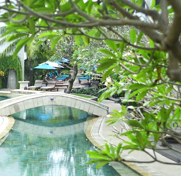 Blue waters, tropical gardens, and the lull of the waves crashing. Expect nothing less when staying at #TheCamakilaLegianBali 🌴☀🌊   #TheCamakilaLegianBali #camakilabali #camakila #legian #bali