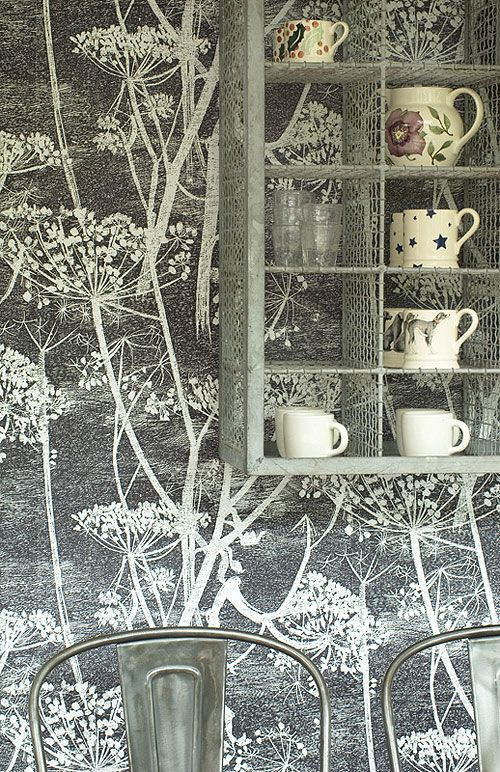 wallpaper love. and nice shelving, eh?
