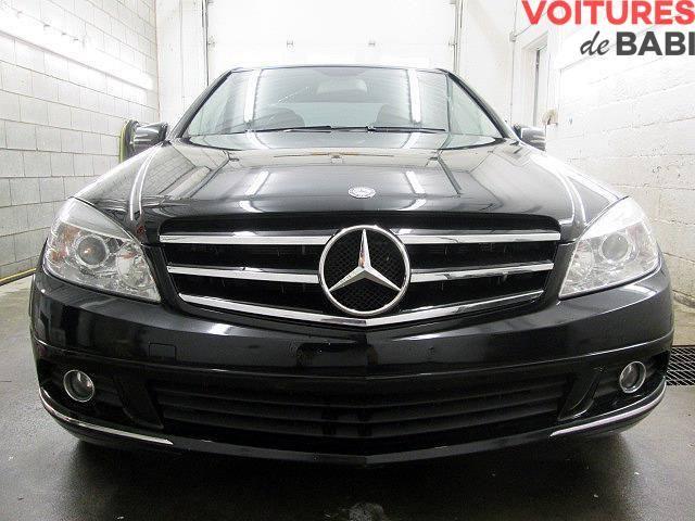 Mercedes C250 4MATIC 2010 - Toit ouvrant Cuir / Essence / Automatique / 149 000 km 6 Cylindres / Jantes aluminium / Climatisation / Toute équipée
