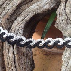 Tour de cou dentelle frivolite coton noir et fil métal argente