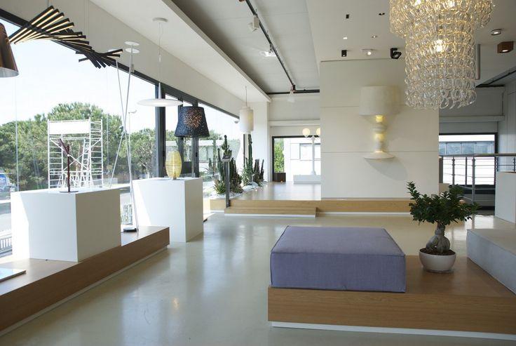 FOEL SHOWROOM retail space | light | interior design | architecture | luci | flos | Artemide | Foscarini | Danese