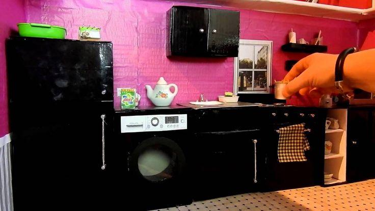 Cocina de casa Monster High, Barbie con materiales reciclados