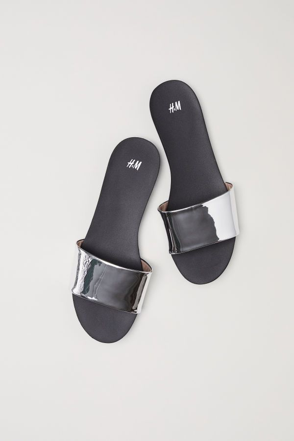 4626c1d6890 Pantoletten in 2019 | presents | H&m fashion, Black silver und Shoes