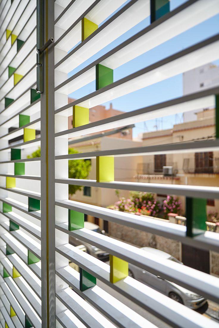 Celosía de Aluminio practicalbe para edificio de viviendas en Via Púnica, Ibiza. By Riventi