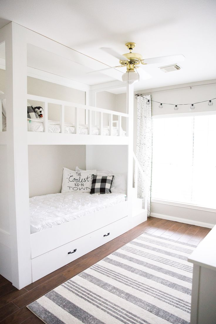 Best 25 built in bunks ideas only on pinterest boys for Amenagement chambre 10 m2