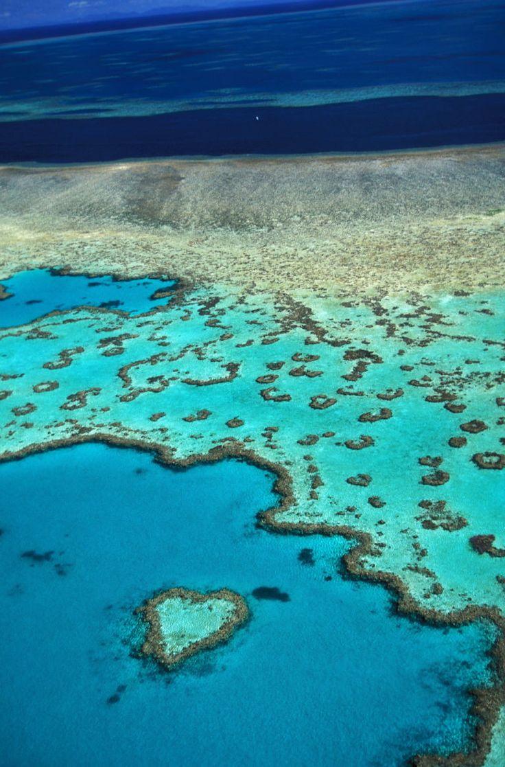 Η φύση έφτιαξε με κοράλλια ένα νησάκι σε σχήμα καρδιάς