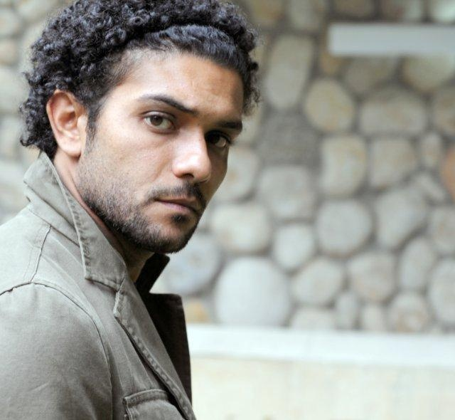 Actor Asser Yassin is MARRIED???    Egyptian Star, Asser Yassin, surprised everyone with the news ... he actually got married to ''Kinzi'' last Thursday, Oct 4th. The ceremony was held at 'Katameya Heights' Hotel with close families and friends in attendance.    According to Alter Ego's reporter, he took a 3-week vacation from filming his new movie to spend it with the bride.