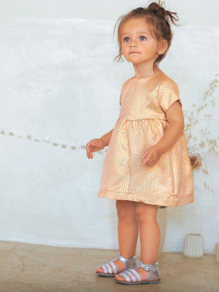 Petite robe bébé fille saumon clair très chic au jacquard irisé plein d'élégance ! - Verbaudet