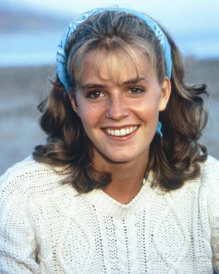 Happy birthday to the lovely and talented actress Elisabeth shue who turns 52. Starred in many different roles from the karate kid, cocktail, adventures in babysitting and many others.  Have a wonderful birthday Elisabeth.