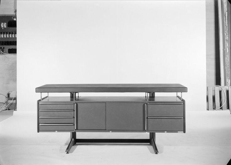 Mobiliário de escritório - móvel de arrumação. Fotografia sem data. Produzida durante a actividade do Estúdio Mário Novais: 1933-1983.  [CFT003.032631.ic]
