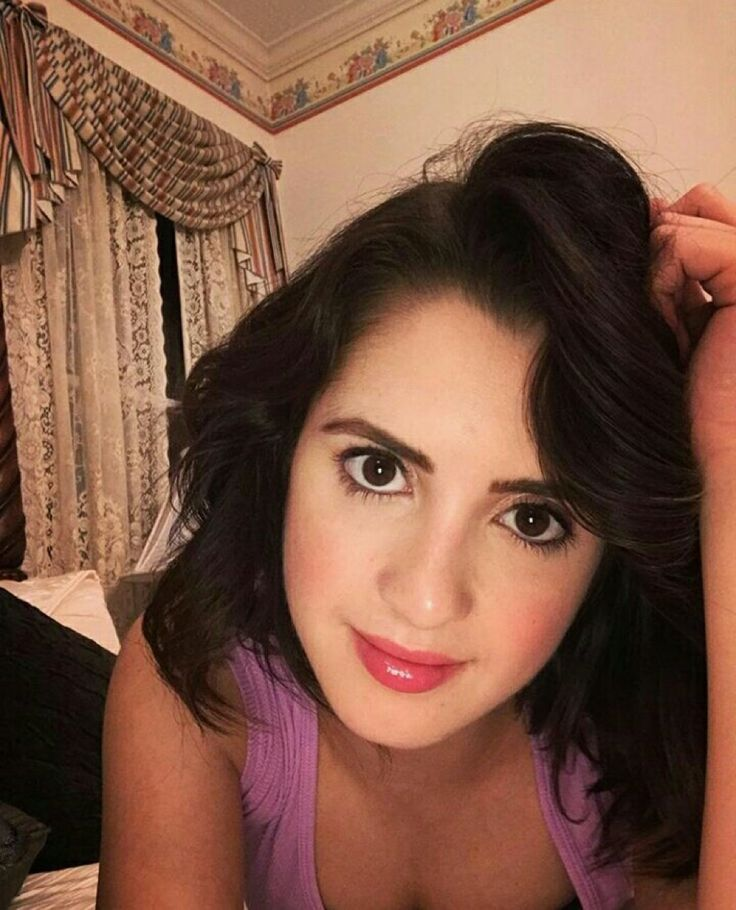 Laura Marano ..look at that sweet, adorable beautifu l face ..that's so easy to fall in love with