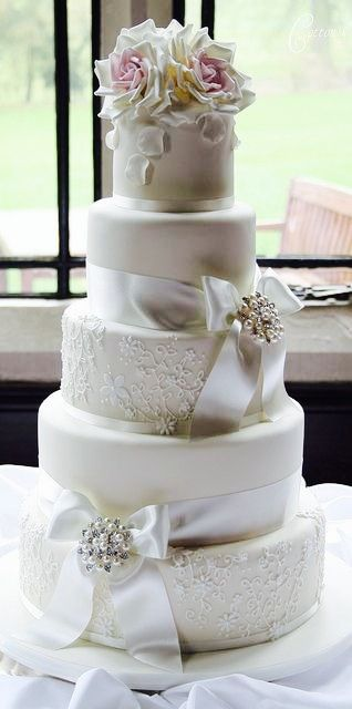 Simple yet Elegant Wedding Cake