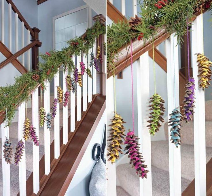pommes de pin -guirlandes-corde-coloree-rampe-escalier