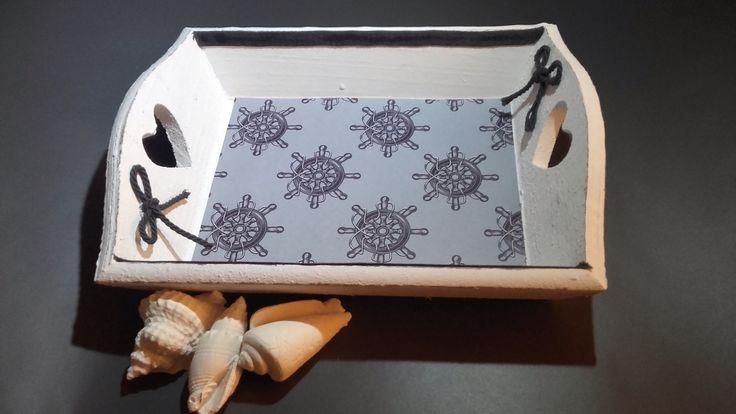 Joli petit plateau en bois blanc theme marin realisé par creanoutte