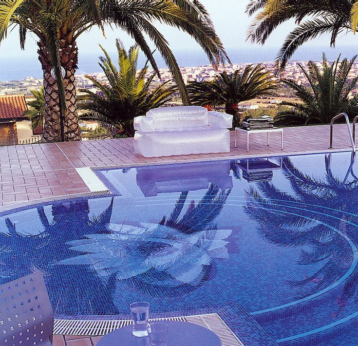 The 26 Best Images About Glass Swimming Pool On Pinterest