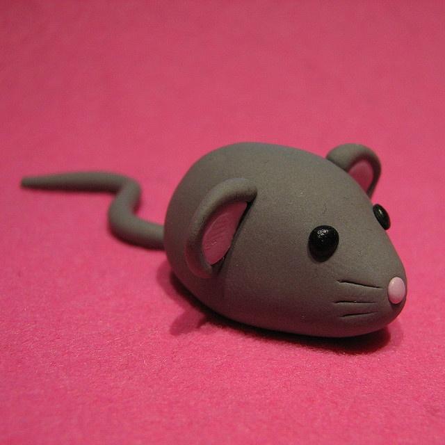 Mini ratón hecho a mano con FIMO.