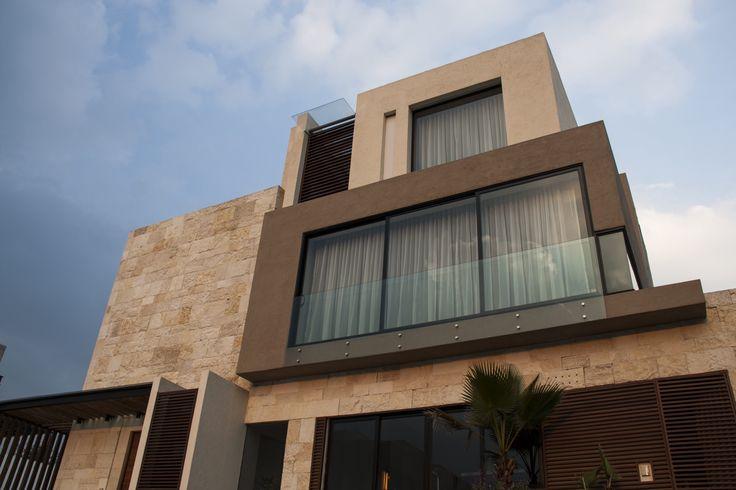 Fachada Aluminio Of Casa Ss Fachada Muros De Piedra Canceleria De