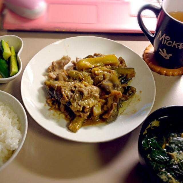 祖母の家からたくさん夏野菜をもらってきたのでフル活用しました。一汁三菜ギリクリア(^.^) - 25件のもぐもぐ - 茄子と豚肉の味噌炒め、モロヘイヤと卵のコンソメスープ、きゅうりの浅漬けとみょうが by shiori