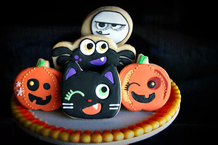Who wouldn't want to try these amazing #halloween #cookies? #events #eventplanning #realevents #party #halloweenparty #kidsparties #sweets