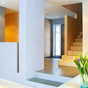 Alle ukens #murhus er bygget av @user. Ta en titt inni denne flotte #eneboligen i #Levanger. Tegnet av Arkitektkontoret Hellebust og Meland as v/ Tove Nergaard, #sivilarkitekt MNAL. Bygget av entreprenør/ byggmester: Innherred Bygg as. Fin bruk av #Leca og tre i kombinasjon. #Isoblokk #weber #weberfasade #bygg #bolig #funkis #finehus #enebolig #arkitekt #arkitektur