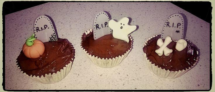 un mini-cimitero per Halloween: cupcakes alla zucca e gocce di cioccolato