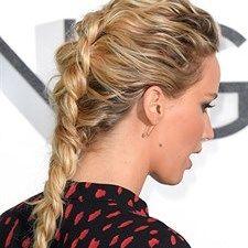 Acconciature. Nuovi intrecci: la Reverse French Braid come Jennifer Lawrence  http://www.vanityfair.it/beauty/capelli/17/01/26/treccia-foto-reverse-french-braid