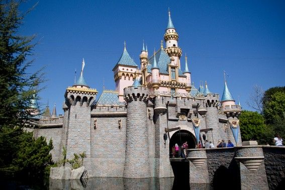 Monday Madness- Win a Disneyland Resort Vacation Package with the Hilton Anaheim valued at $2000