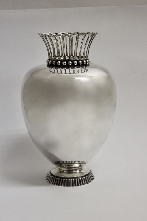 die besten 25 silberne vase ideen auf pinterest glitter vasen weihnachtsbeleuchtung auf. Black Bedroom Furniture Sets. Home Design Ideas