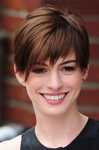15 Stunning Short Hairstyle For Proffesional Women #womenfashionideas #womenhairstyle #womenshortHaircut