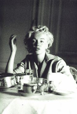 Marilyn no makeup photographed by Milton Greene......