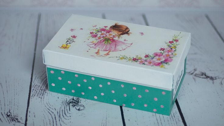 Decoupage tutorial which shows how to do decorate shoe box. I used decoupage glue and paper napkins.