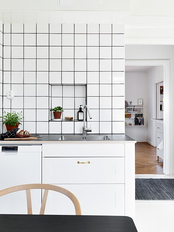 Via Stadshem | Black and White Kitchen | Black Grout