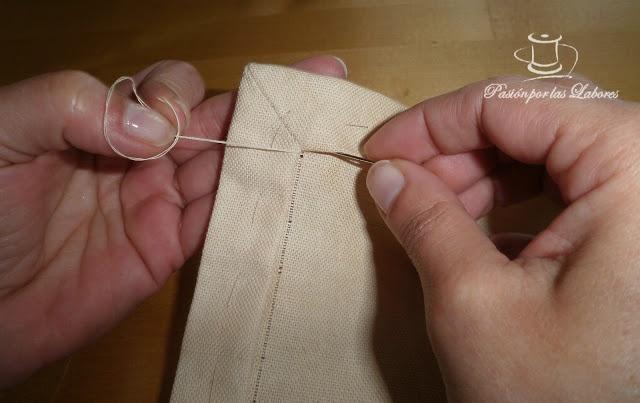 Sacar hilos de la tela con esquinas para hacer vainica