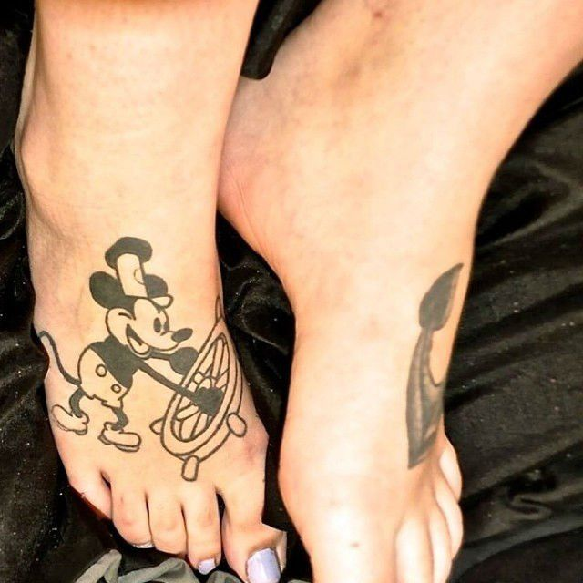 tatuajes pequeños disney mickey