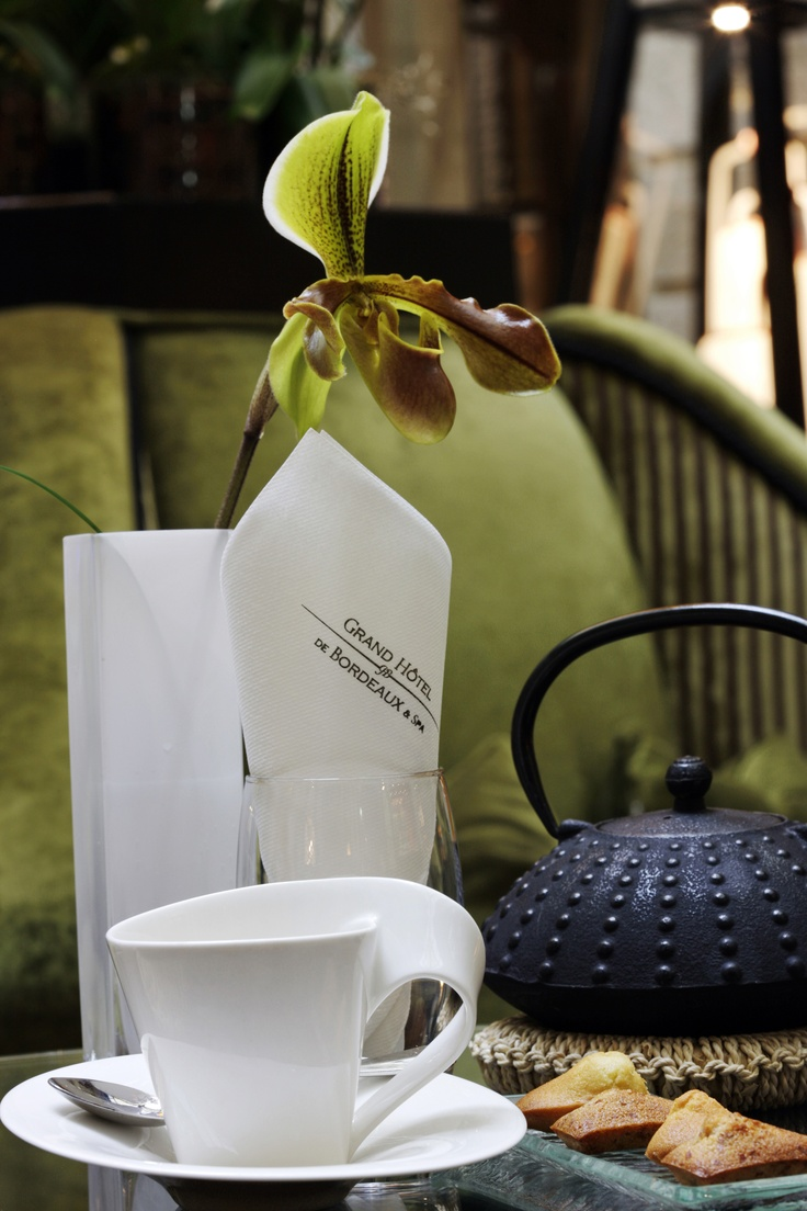 - Tea-time at the Orangerie -   This refined and welcoming space can be an opportunity to have a quick meal, enjoy a hot drink, a dish or a delicacy at any time of the day.  http://www.ghbordeaux.com/maj/pdf/pdf/VB/CARTE_BOISNOUR_Printemps_20_03_2013.pdf