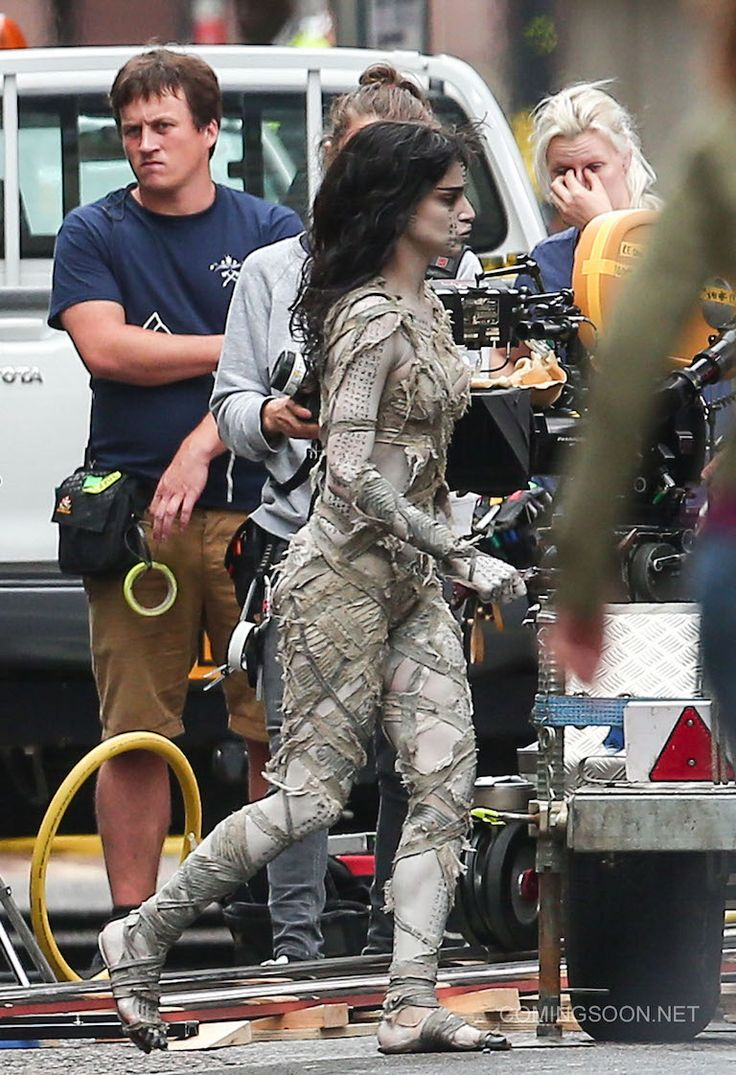 Sofia Boutella revient d'entre les morts! Photos de tournage de The Mummy